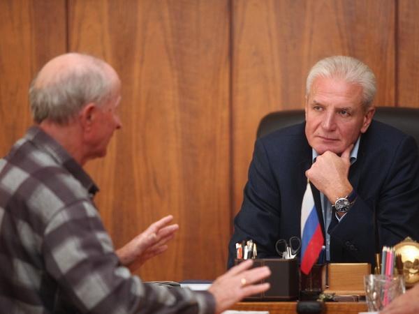 Вопрос ремонта сельского клуба в Псковском районе рассмотрел Александр Котов